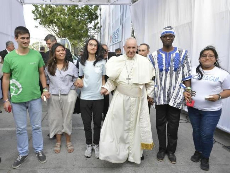 papez otvoril